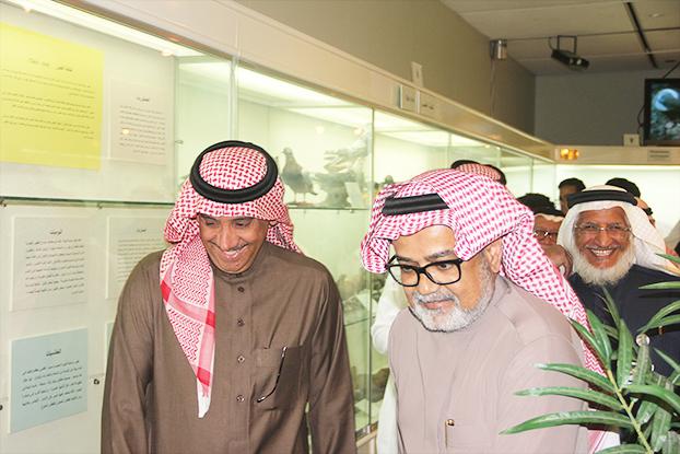 معالي مدير الجامعة يزور متحف قسم علم الحيوان