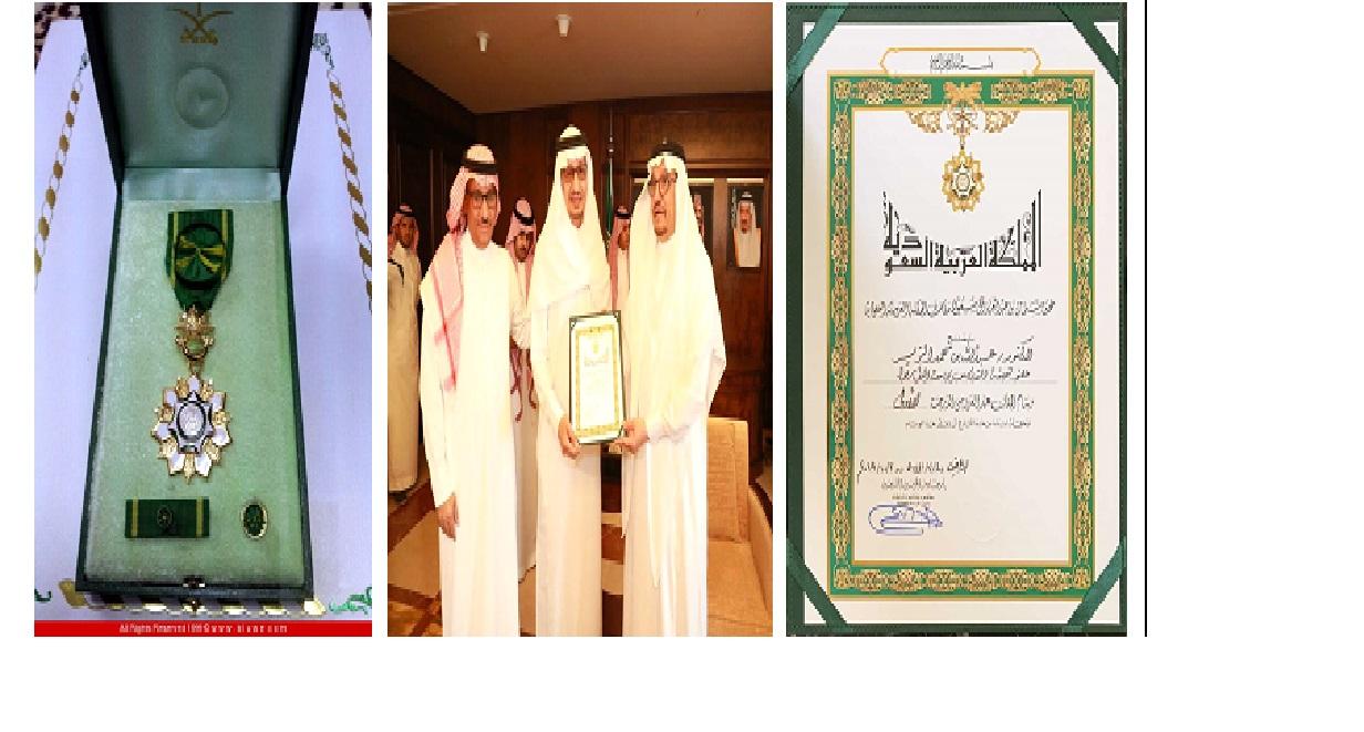 منح الدكتور عبدالله الزير... - يفخر قسم الفيزياء والفلك...